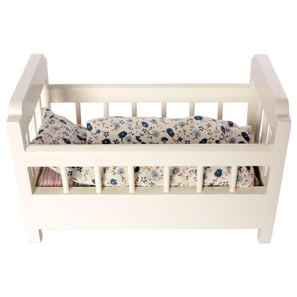 деревянная кроватка White